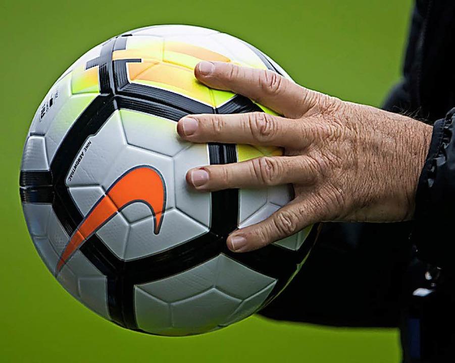 In Bollschweil dreht sich am Wochenende alles um den Ball.  | Foto: AFP