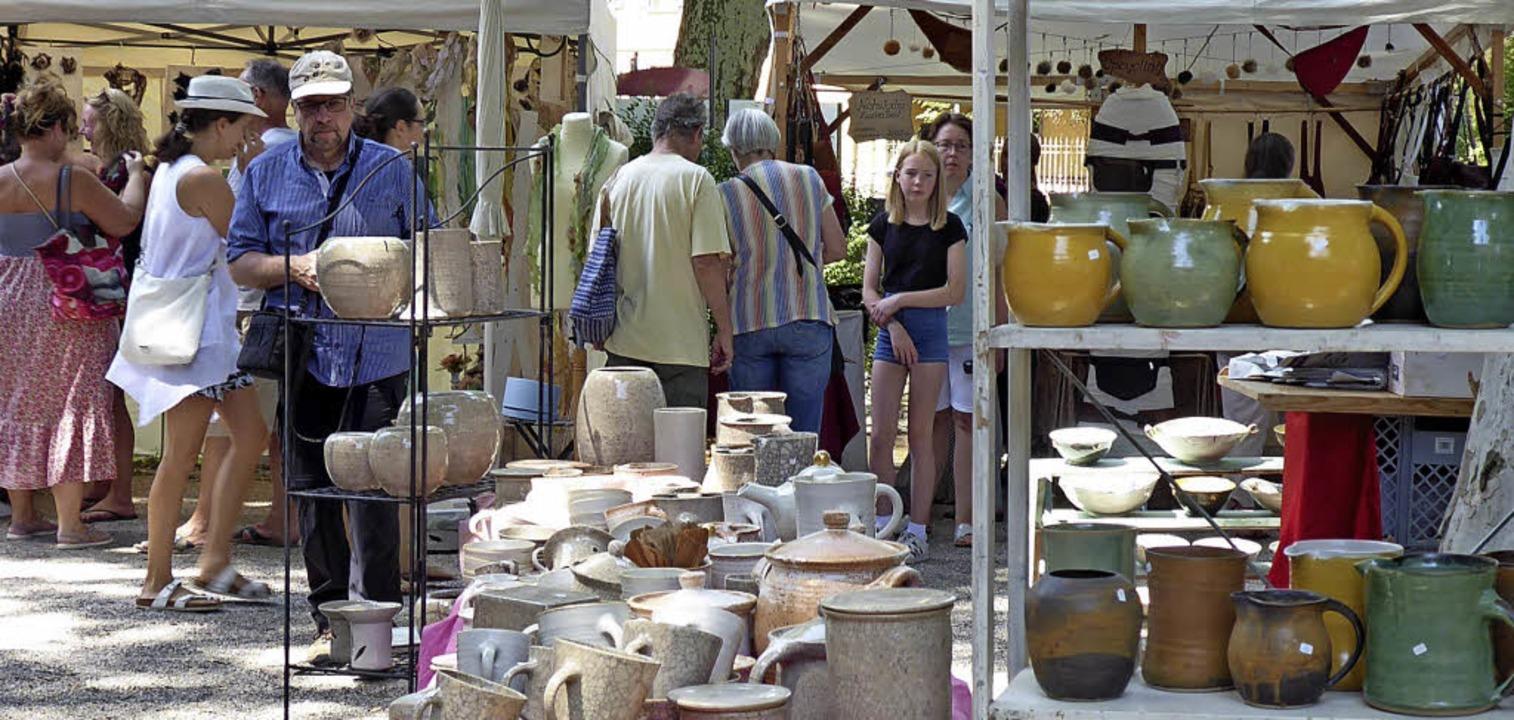 Auf dem Kunsthandwerkermarkt in Staufe...sich für jeden Geschmack das Passende.    Foto: Hans Jürgen Kugler