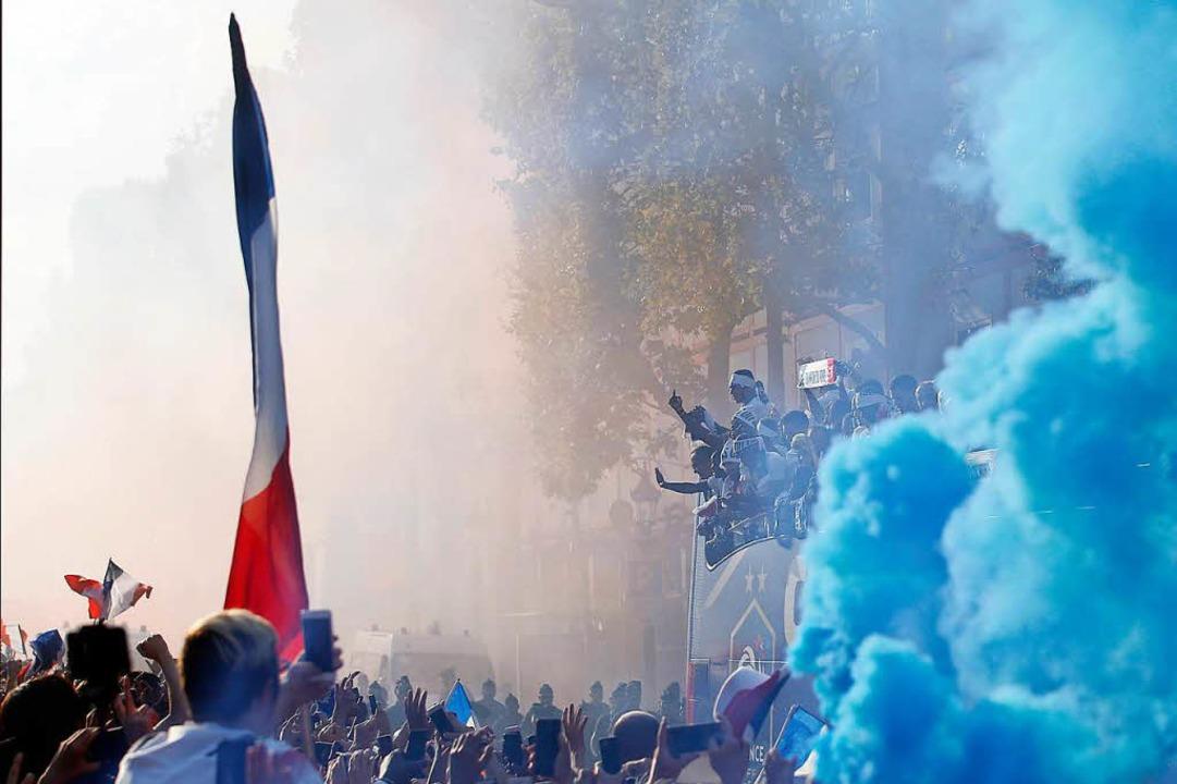 Paris bebt.  | Foto: dpa