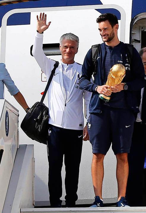 Der Torhüter der französischen Fußball... und Nationaltrainer Didier Deschamps.  | Foto: dpa