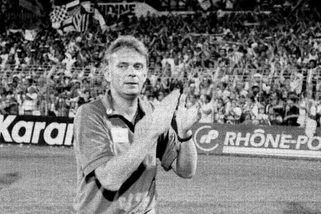 Volker Finke im August 1994 nach dem legendären 5:1-Sieg über den FC Bayern.  | Foto: -