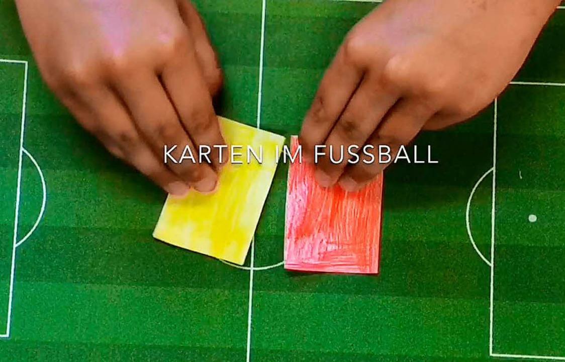 Eines der Videos erklärt, wann es im F... beziehungsweise eine rote Karte gibt.  | Foto: Norbert Gurski