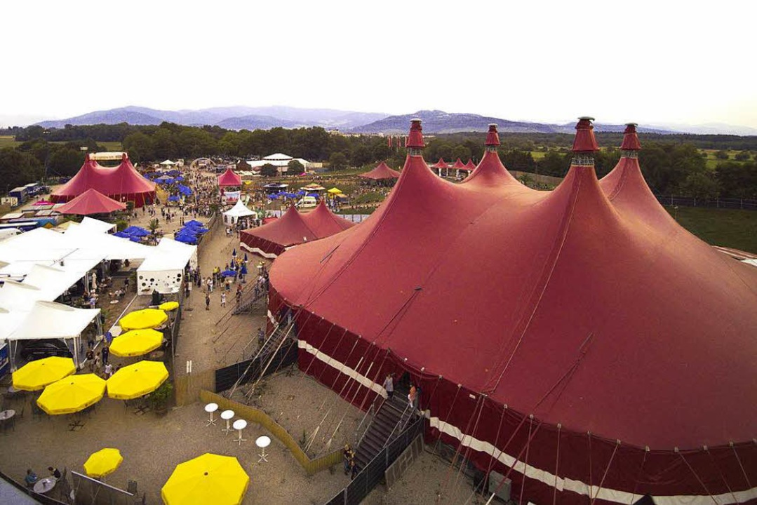 Auch die roten Zelte stehen schon &#82... diesem Bild aus dem vergangenen Jahr.  | Foto: Michael Saurer