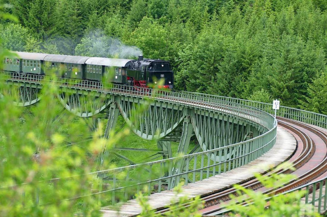 Die historische Sauschwänzlebahn gehör... Touristenattraktionen im Schwarzwald.  | Foto: Juliane Kühnemund