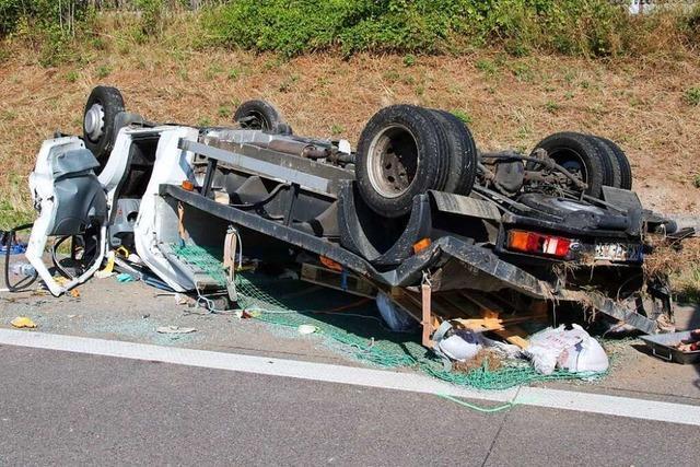 Fahrer eines Transporters auf A5 bei Achern tödlich verunglückt