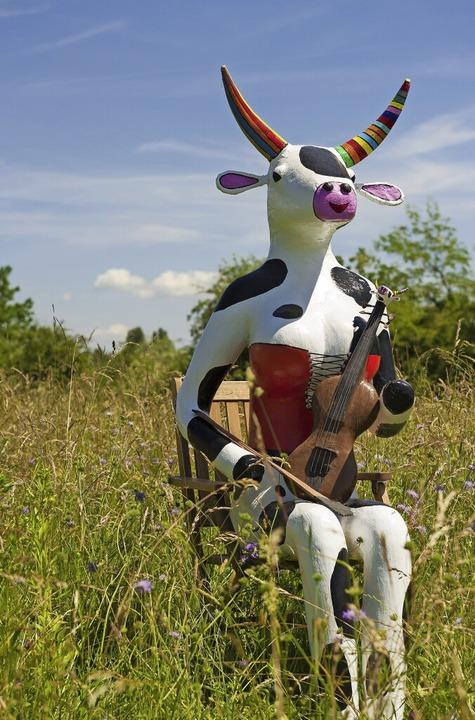 Kuh Olga, geschaffen von Heiko Arnold,...zert Maskottchen von Klassikanderswo.   | Foto: Daniel Schoenen, Jacob Ross