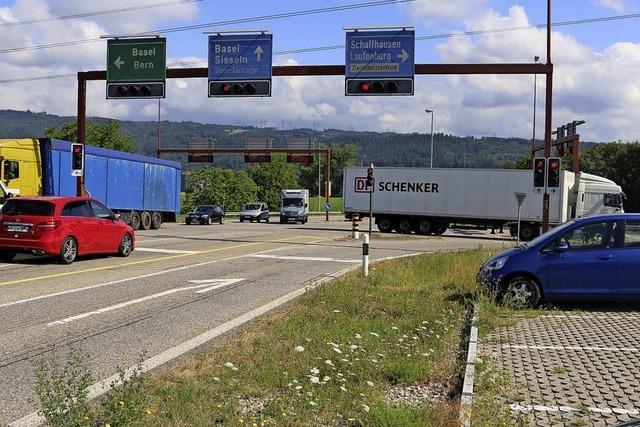 Erste Arbeiten für den Kreisel an der Autobahn