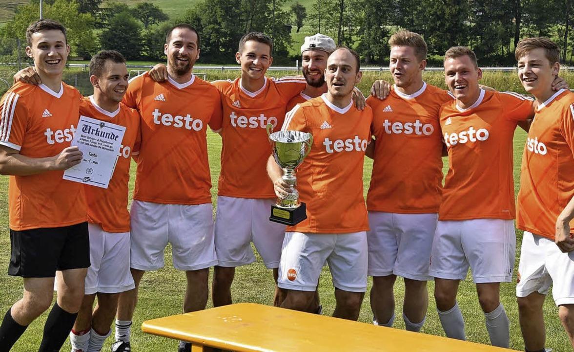 Pokalgewinner beim Firmenturnier: die Mannschaft von Testo     Foto: Gabriel Kroher