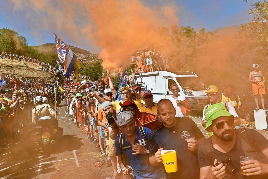 Schon Tage bevor der Tour-Tross eintri...he Fans in L'Alpe d'Huez.     Foto: Archivfoto: AFP