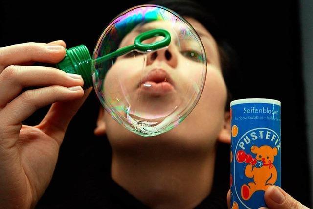Vor 70 Jahren wurde das Seifenblasenrezept für Pustefix erfunden