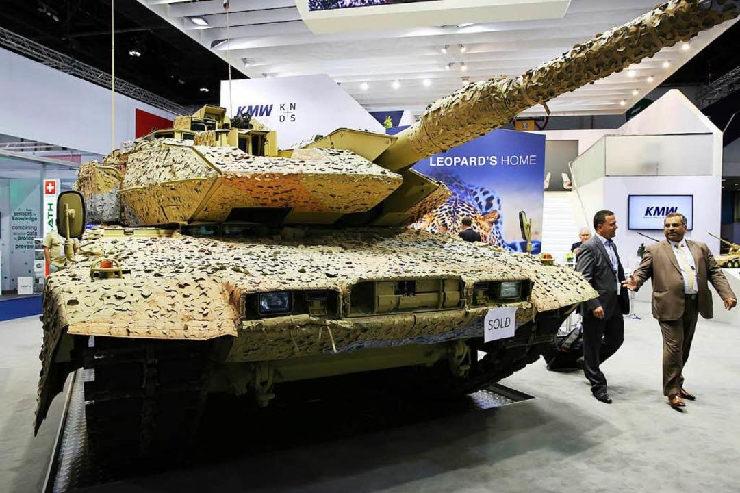 Leopard-Panzer auf  Rüstungsmesse  | Foto: dpa