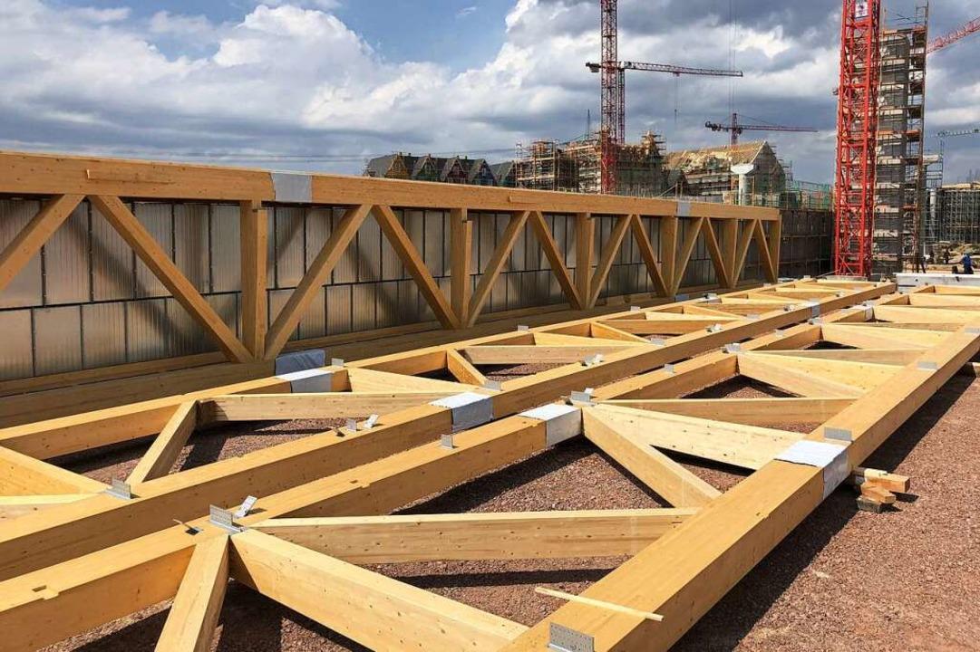 Montagebereit: Aus den Holzteilen werd... von 3,7 mal 3,4 Meter zusammengebaut.  | Foto: Michael Thoma