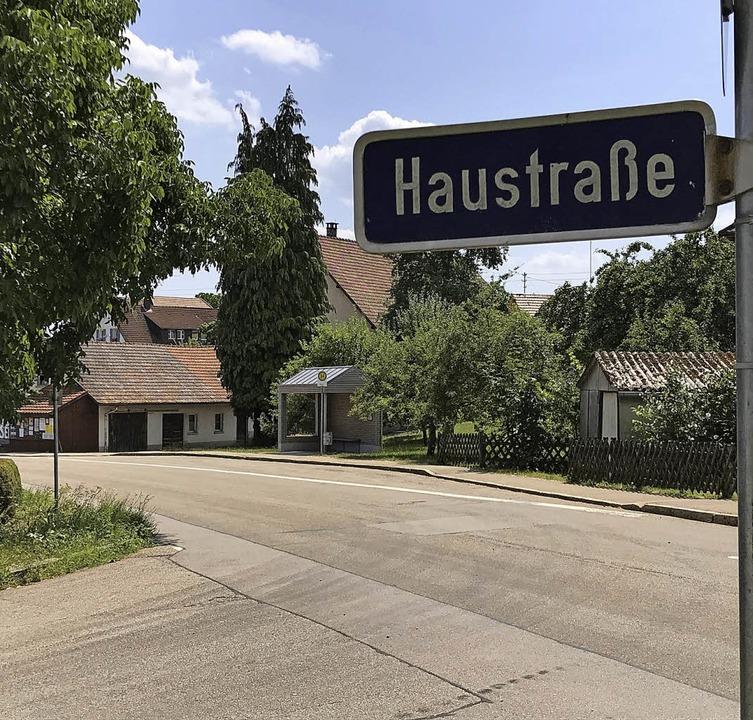 Zwischen Haustraße und Einfahrt zur Or... Verkehrssicherheit verbessert werden.  | Foto: Nina Witwicki