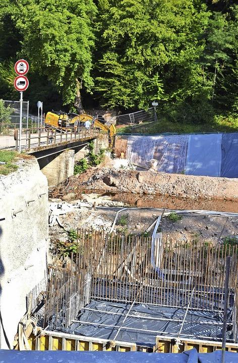 Neben der alten Wiesenbrücke wird  ein... nicht standsicher herausgestellt hat.    Foto: Stefan Ammann