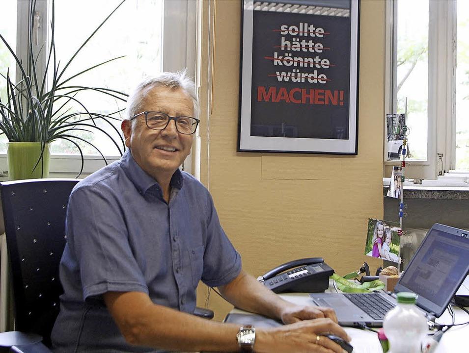 Nicht zögern, sondern machen: Günter Ugi in seinem Büro.   | Foto: H. Fössel/W. Künstle