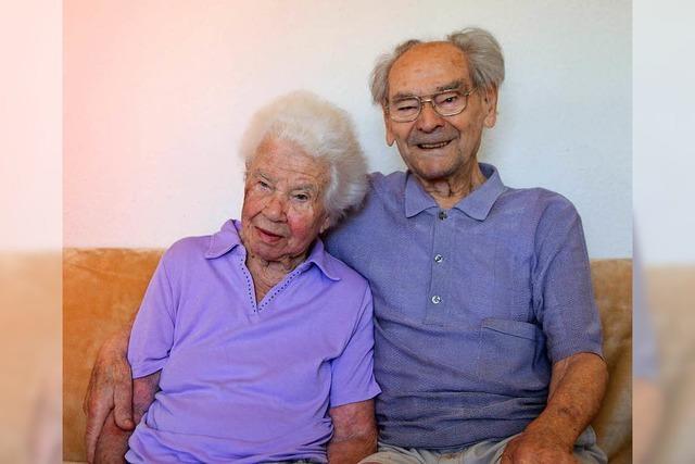 75 Jahre Ehe - Paar aus Offenburg feiert Kronjuwelenhochzeit