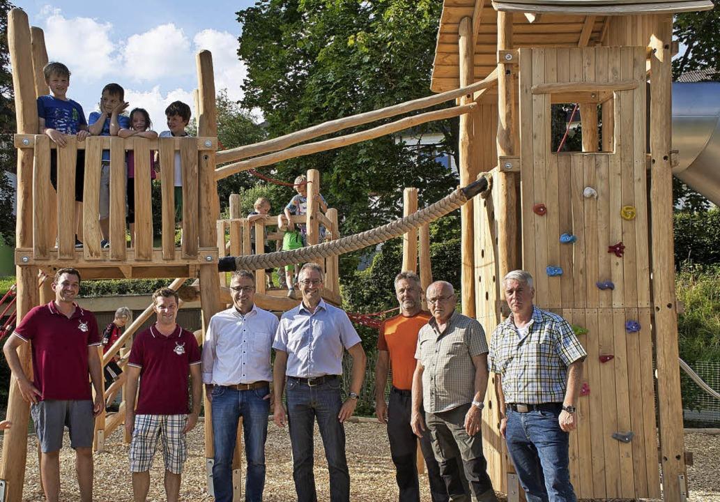 Den neuen Kinderspielplatz im Kurpark ... Mayer und Ortsvorsteher Roland Berr.     Foto: Ingo Priebe