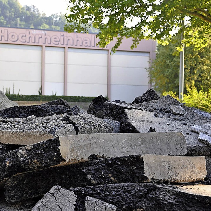 Auf dem Parkplatz am Lettenweg lagert Material.  | Foto: Verena Pichler