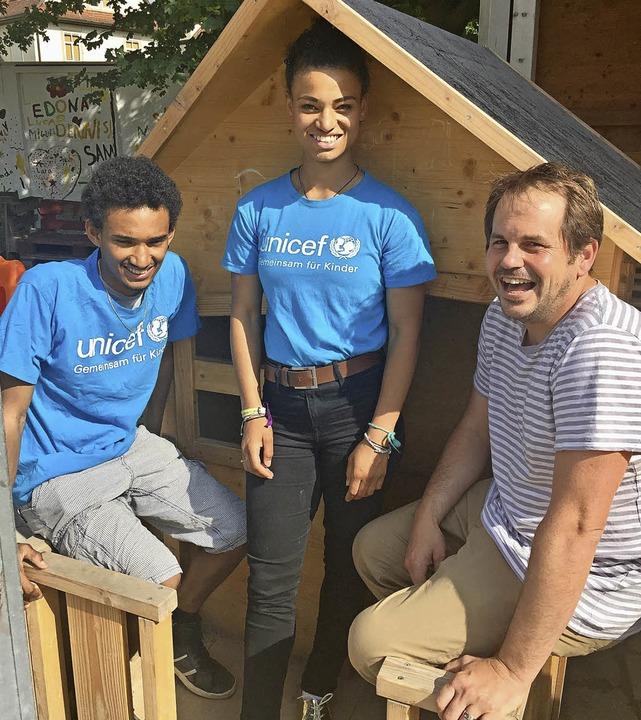 Ben und Ester Isak haben Eric Bintz vo... der Kinderrechtskonvention  befragt.   | Foto: Unicef