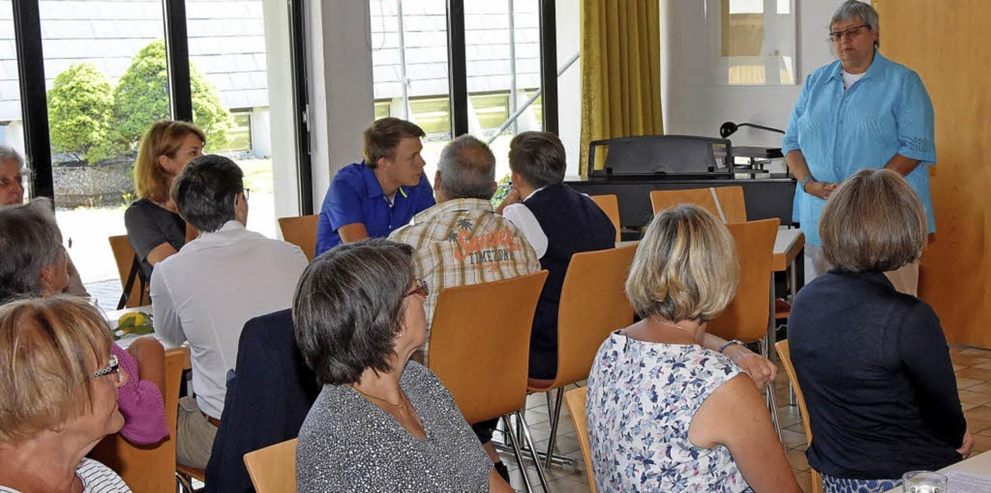 Dekanin Christiane Vogel bei der Gemeindeversammlung in Höchenschwand.     Foto: Stefan Pichler
