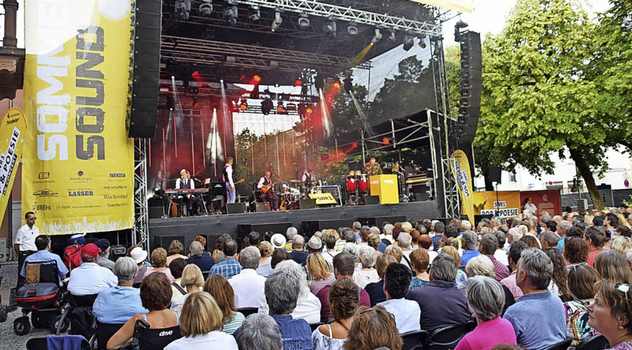 Fast ausverkauft: 1600 Zuschauer feier...  Marktplatz ihre Stars aus dem Radio.  | Foto: Stefan Ammann