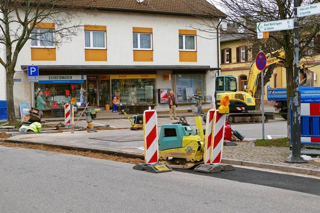 Der Glasfaserausbau geht in Efringen-K... Januar am Bahnhof  Efringen-Kirchen.   | Foto: Langelott
