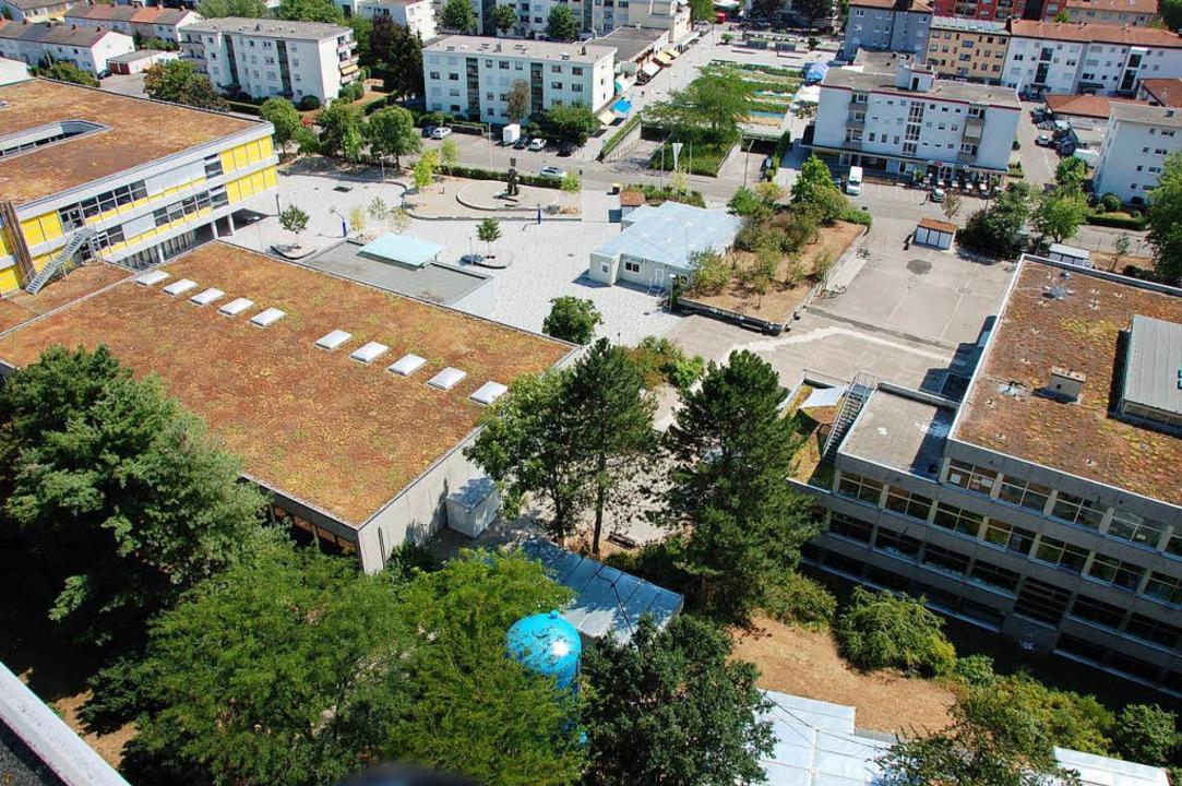 Sowohl an der Realschule  (links) als ...sschule zeichnet sich eine Raumnot ab.    Foto: Herbert Frey