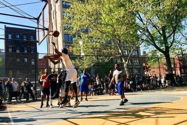 In New Yorks Basketballkäfig
