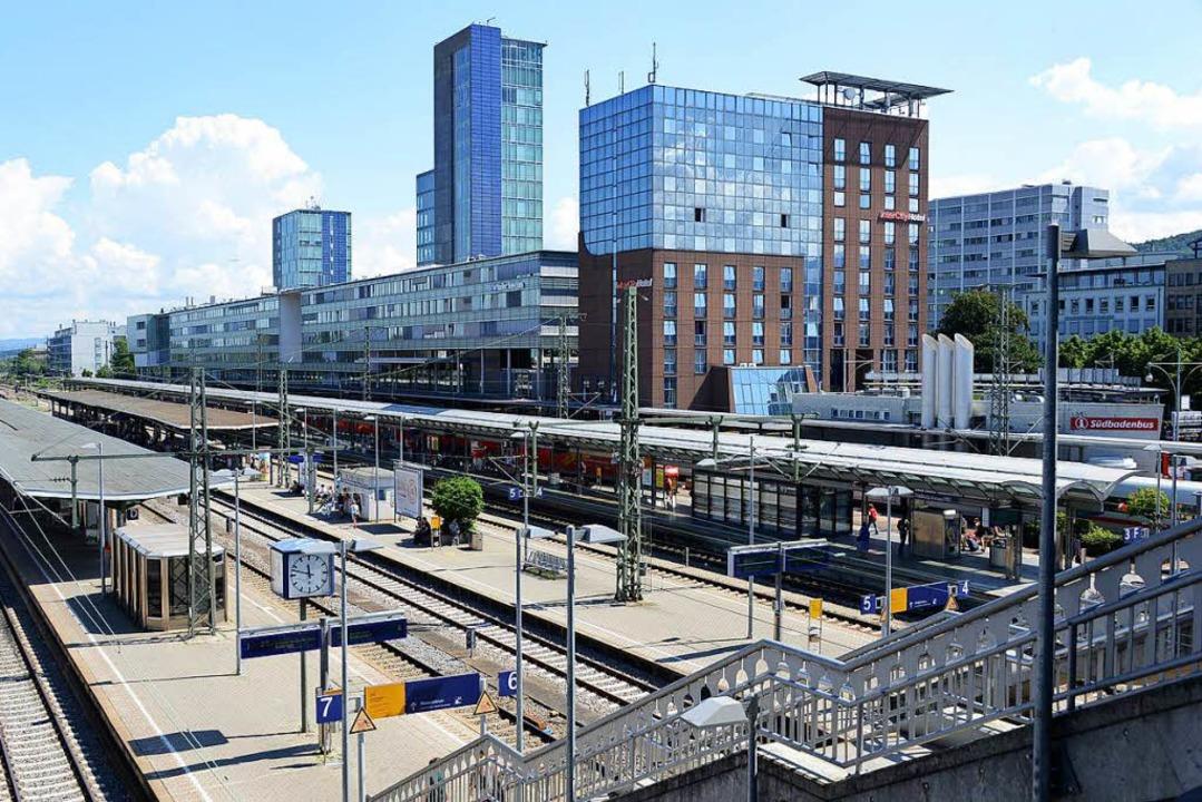 Am Freiburger Hauptbahnhof hat es nach...einen Notarzteinsatz am Gleis gegeben.    Foto: Rita Eggstein
