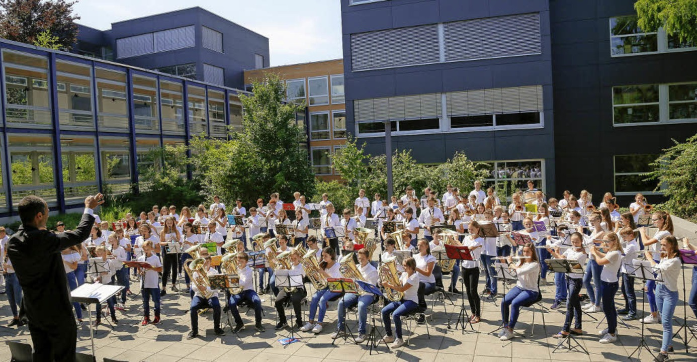 In voller Stärke angetreten: die von U...initiierte Bläserklasse der Realschule  | Foto: Sandra DEcoux-Kone