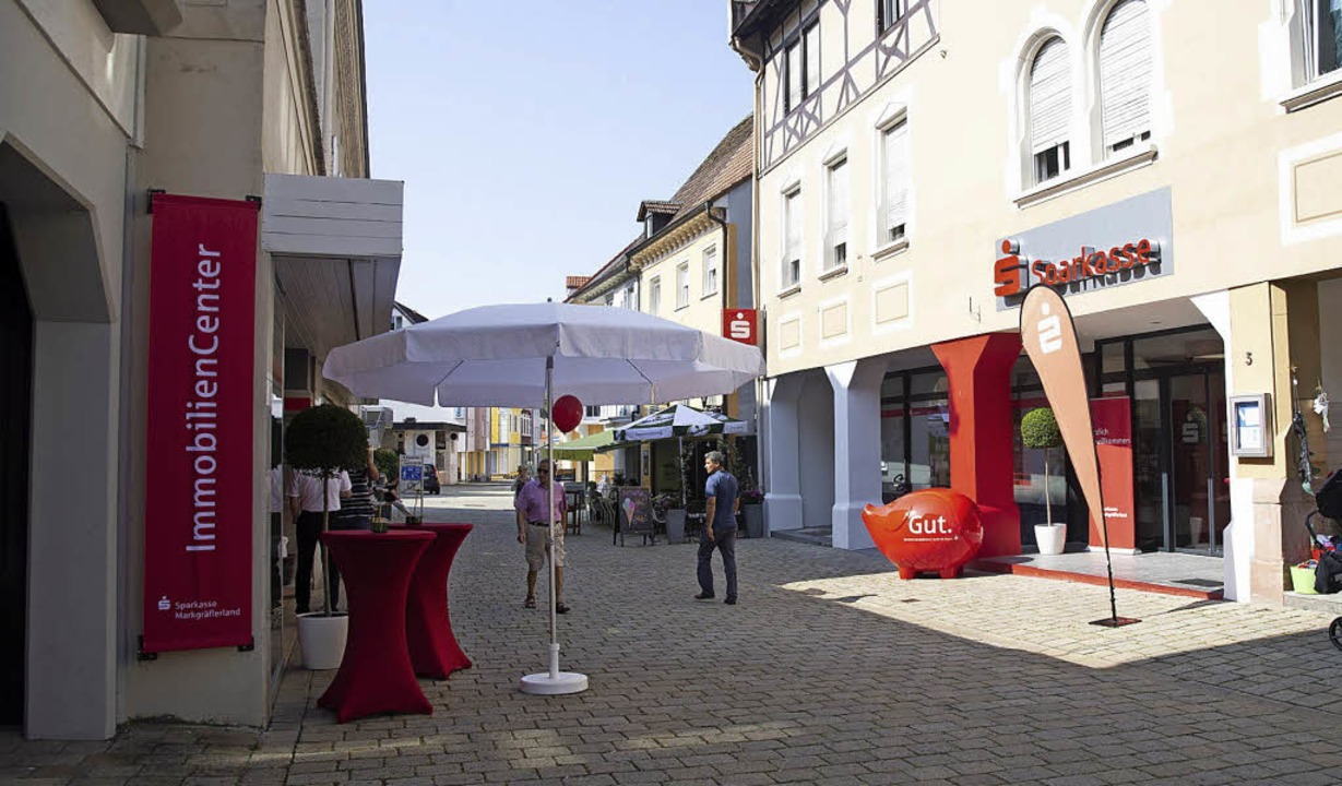 Das neue Kundencenter der Sparkasse &#...rekt gegenüber die Immobilienabteilung  | Foto: Volker Münch