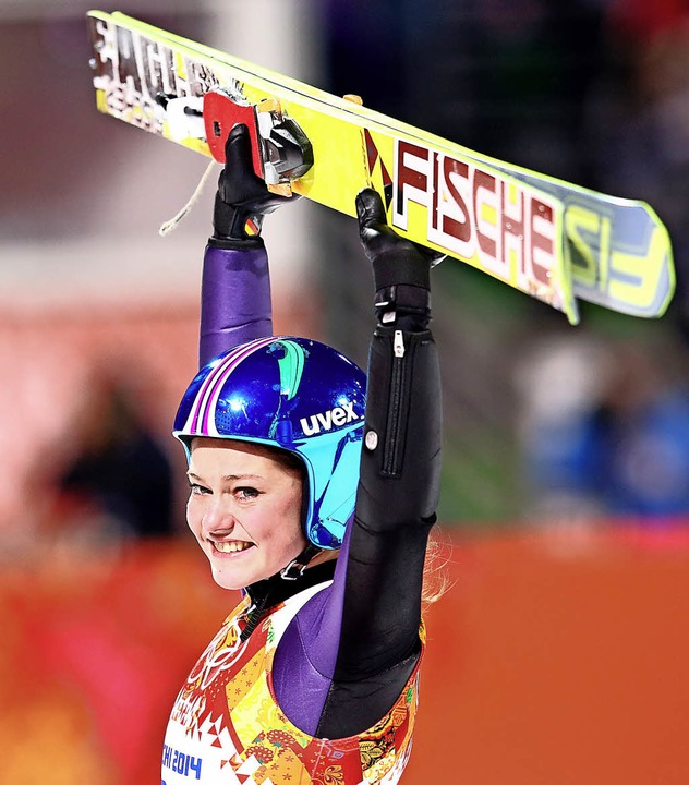 Als erste Skispringerin überhaupt gewann Carina Vogt 2014 olympisches Gold.    | Foto: DPA/Wolfgang SCHEU
