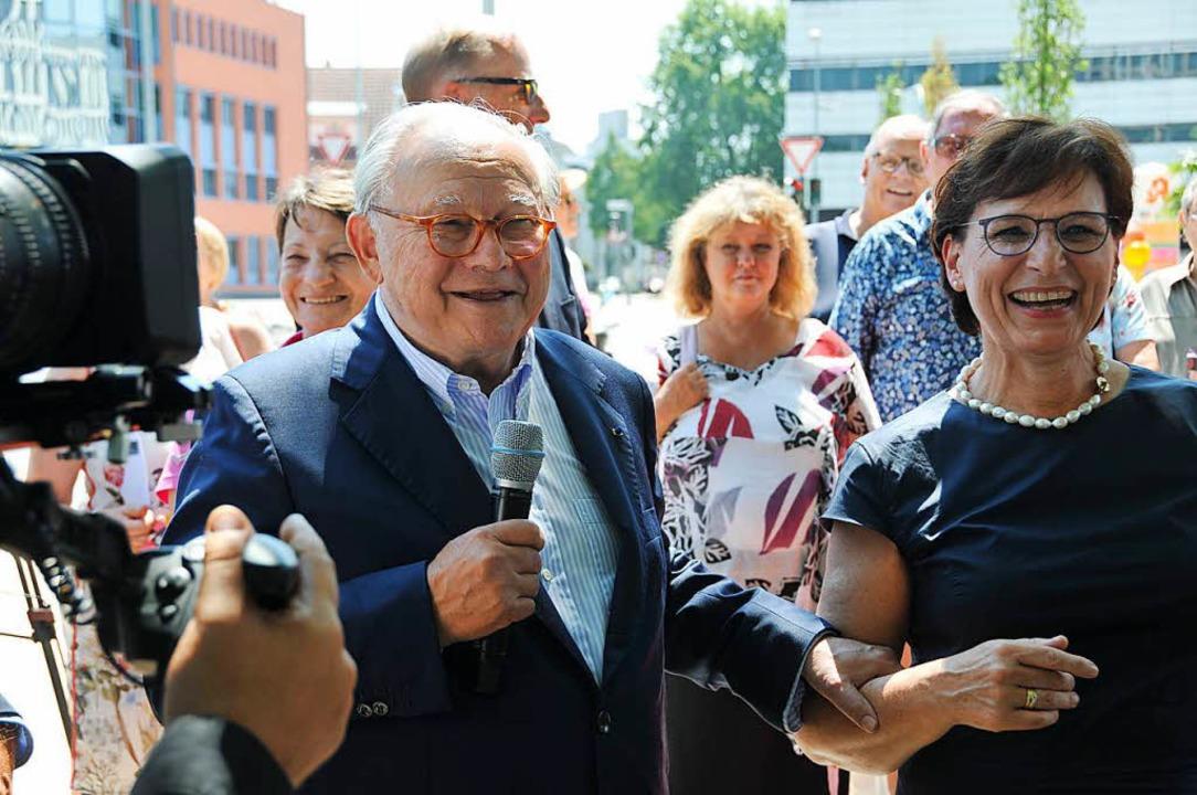 In Feierlaune: Hubert Burda und OB Edith Schreiner.    Foto: Helmut Seller