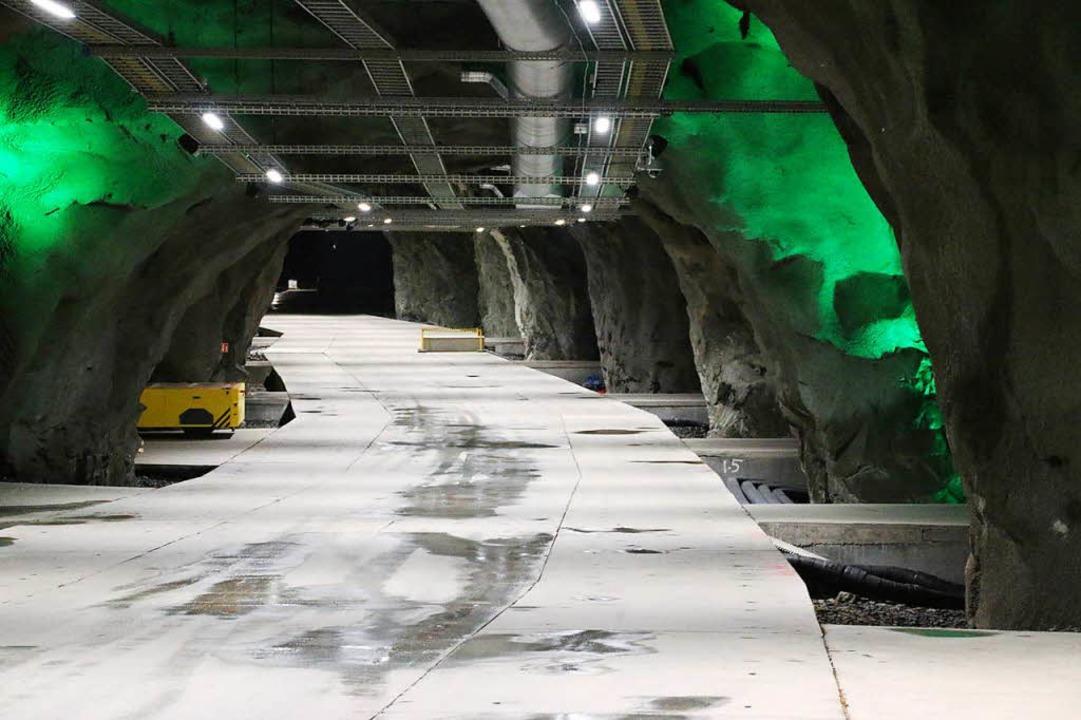 Grün wie Olivin leuchten die Lampen in...eute ein Daten- und Rechenzentrum ist.  | Foto: Rolf Obertreis