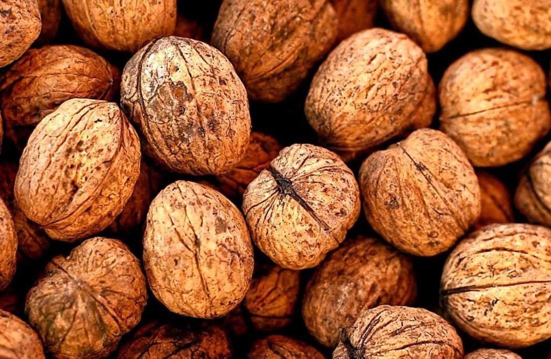 Walnüsse,  Aprikosen, Sauerampfer: Vie...chen Zutaten wachsen auch hierzulande.  | Foto: ddp