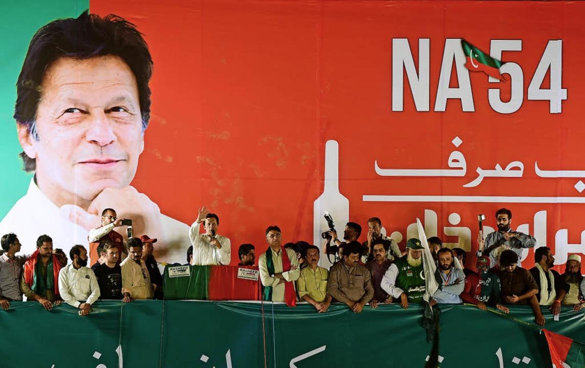 Der frühere Cricket-Spieler Imran Khan bei einem Wahlkampfauftritt in Islamabad   | Foto: AFP