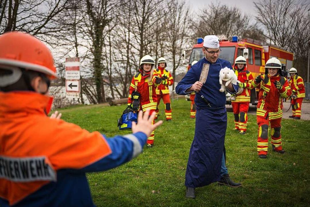 Feuerwehr Bad Säckingen mit dem Osterhasen    | Foto: Feuerwehr Bad Säckingen