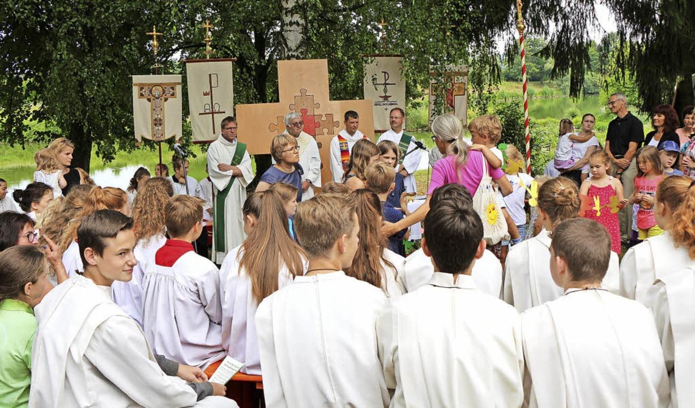 Ein Gottesdienst bildete den Auftakt z...r Seelsorgeeinheit am Gehrpfadweiher.     Foto: Helmut Hassler
