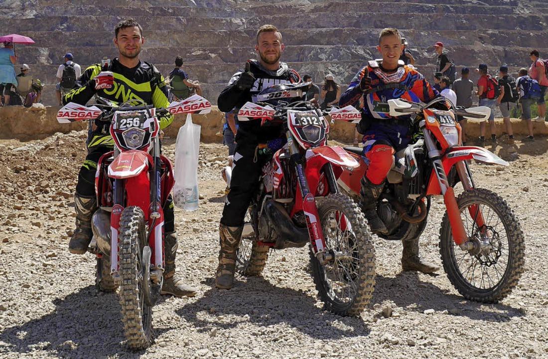 Tobias Huser, Felix Schmidt und Nico W...ann (von links) mit ihren Motorrädern   | Foto: privat