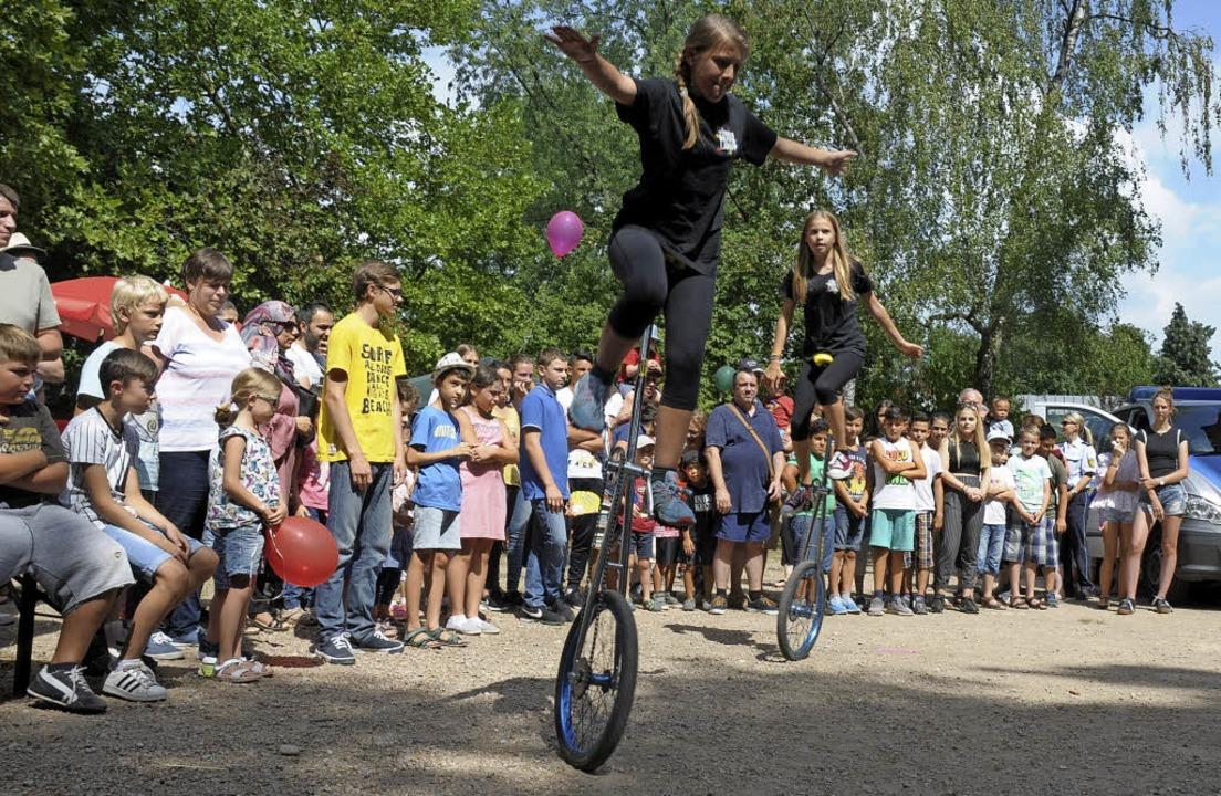 Der  Jugendzirkus Papperlapapp erhielt...gen viel Applaus beim Miteinanderfest.  | Foto: Regine Ounas-Kräusel