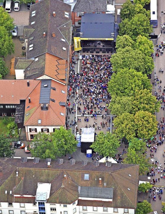 Sommersound aus der Vogelperspektive: ...rt auf den Marktplatz von Schopfheim.   | Foto: Erich Meyer