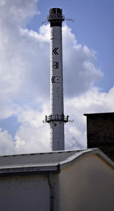 Zwei Schornsteine, aber unterschiedlic...n: links KBC, rechts die Lauffenmühle     Foto: Jonas Hirt