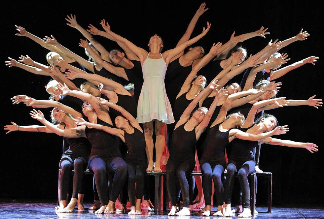"Drama im Quadrat: Die Choreographie ""Rhythm Play"".   | Foto: Jochen Berger"