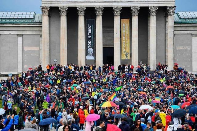 Zehntausende demonstrieren gegen die CSU