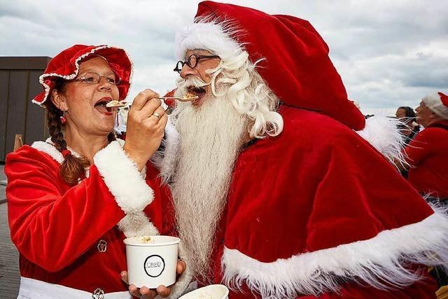Schwitzen beim Weltkongress der Weihnachtsmänner
