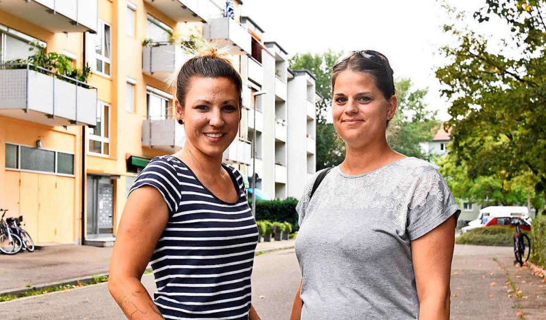 Sonja Murrizi (links) und Nicole Nacht...bald Martha-Walz-Birrer-Straße heißen.    Foto: Fotos: Michael Bamberger