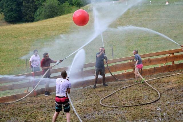 Nasse Gaudi in Sallneck: Wasserball-Turnier der Feuerwehr