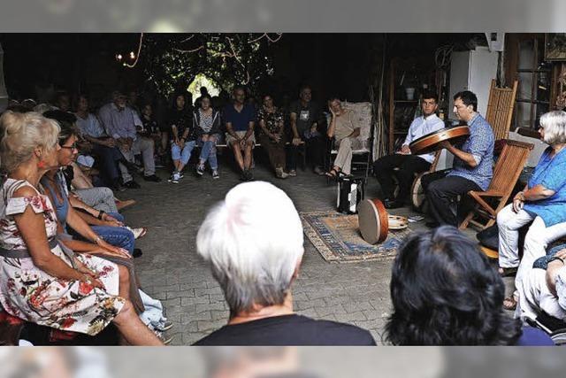 Bei der Haslacher Hofmusik zogen Hunderte von Hof zu Hof