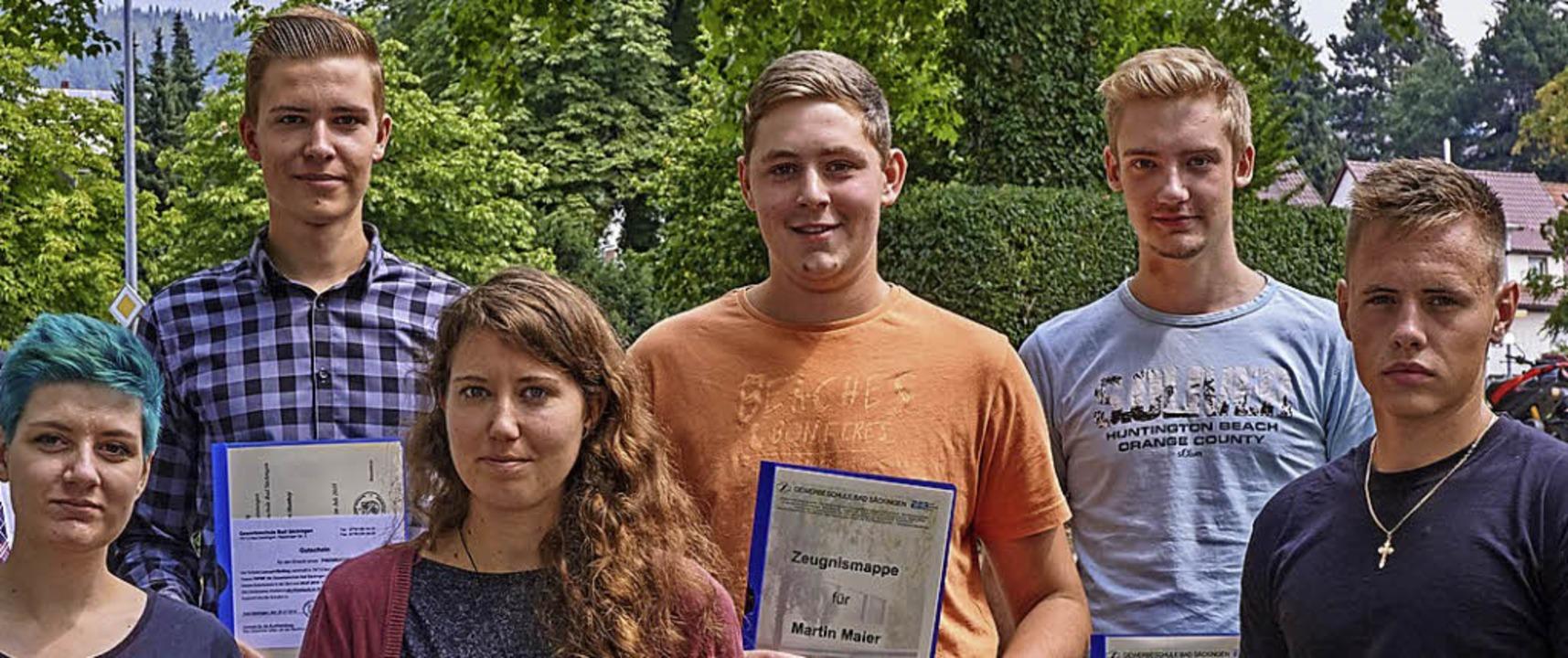 Mit Lob bestanden: Michelle Kern, Lenn...Albiez und Jan Balaschow (von links).   | Foto: Julia Becker