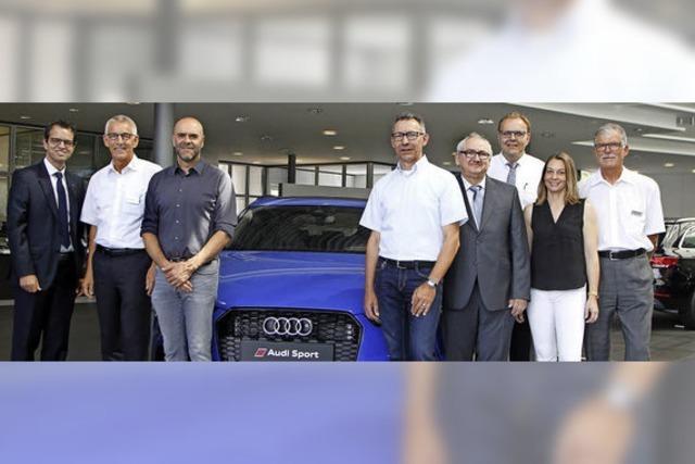 Spendenübergabe im Audi-Hangar